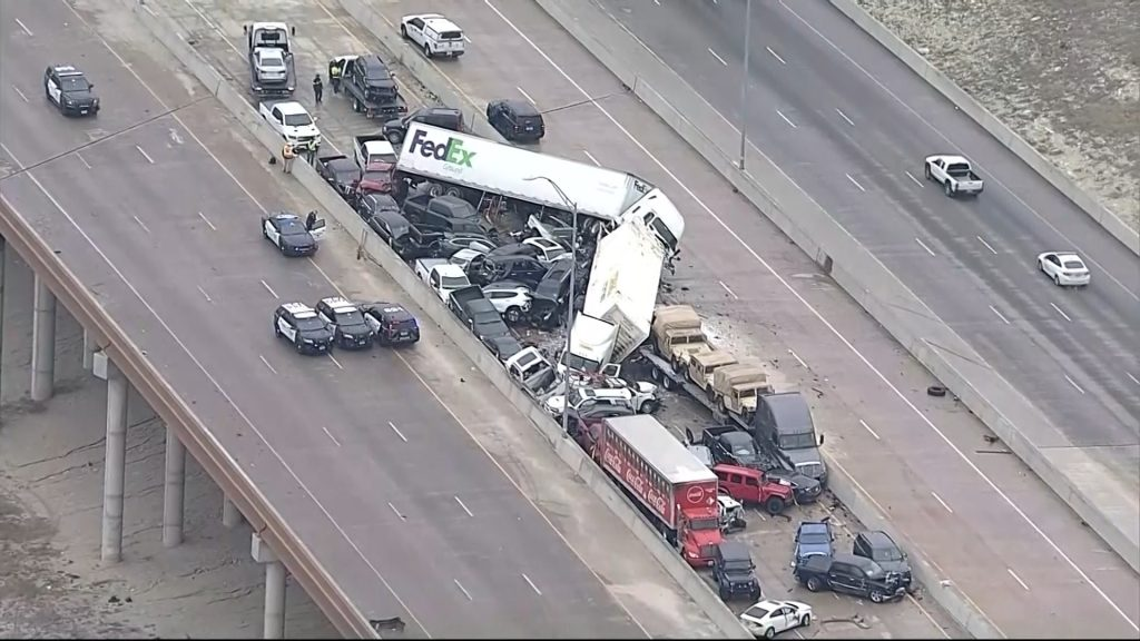 At least 5 killed in crash on icy Texas interstate